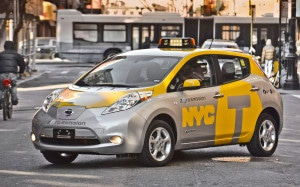 2013-Nissan-Leaf-taxi-front-three-quarter-in-the-middle-of-the-damn-street